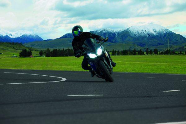 Motorrad in enger Kurve